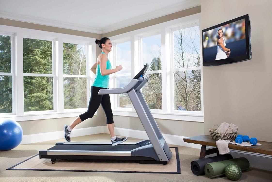 Беговая дорожка - отличный вариант для занятия спортом в домашних условиях