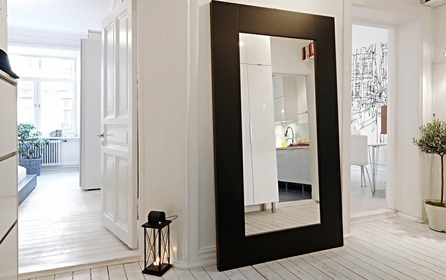 Современное большое зеркало для прихожей
