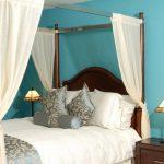 Фото 43: Бирюзовые стены в спальне