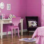 Фото 27: Насыщенный розовый с перламутровым оттенком в интерьере спальни