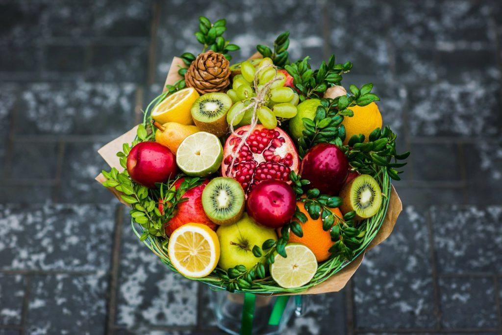 Прекрасная фруктовая композиция на 1 сентября