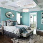 Фото 47: Бирюзовые тона в интерьере спальни