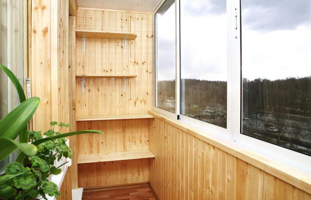 Установка полок на балконе