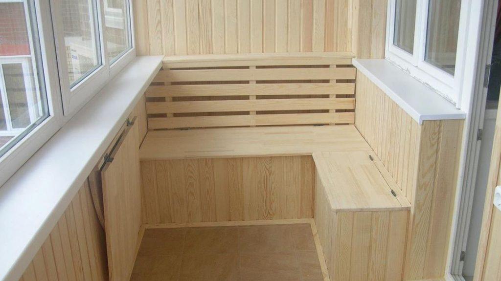 Отделка балкона деревом - Удобная скамейка и раскладной столик своими руками