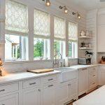 Фото 49: Римские шторы на кухне