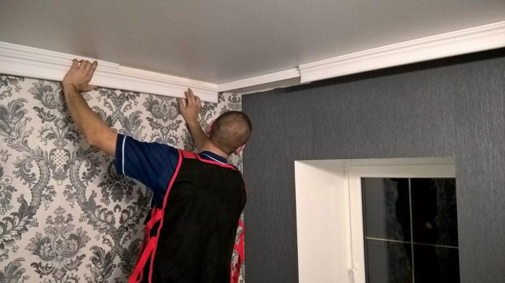 Как зрительно расширить пространство благодаря потолочному плинтусу