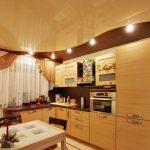 Фото 34: Натяжной потолок для кухни