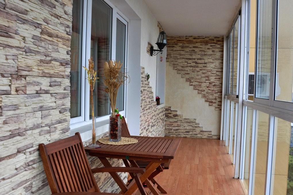 Остекление балкона и отделка стен под камень