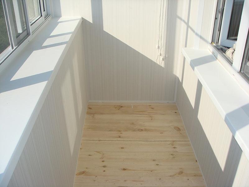 Облицовка стен и пола балкона с внутренней стороны