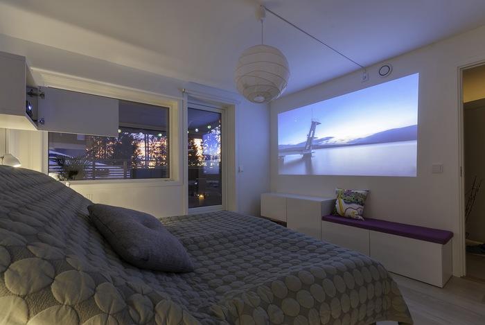 Домашний проектор в интерьере спальни