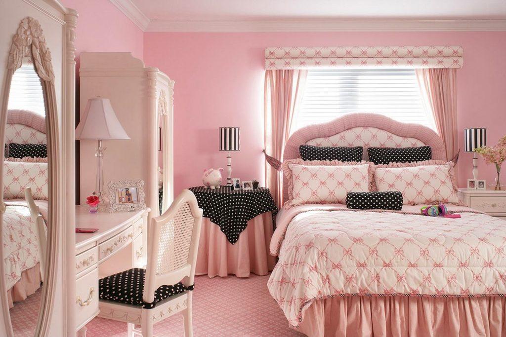 Уютная спальня в нежно розовых тонах