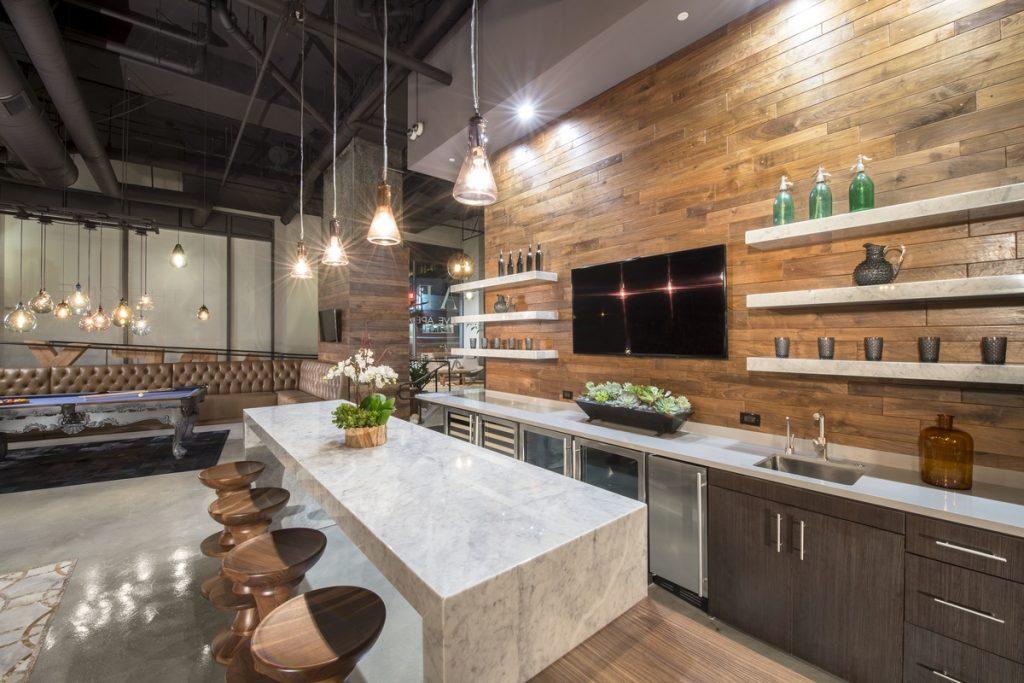 Выбор светильников имеет важную роль при оформлении кухни в урбанистическом стиле лофт