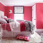 Фото 66: Розовые стены в интерьере спальни