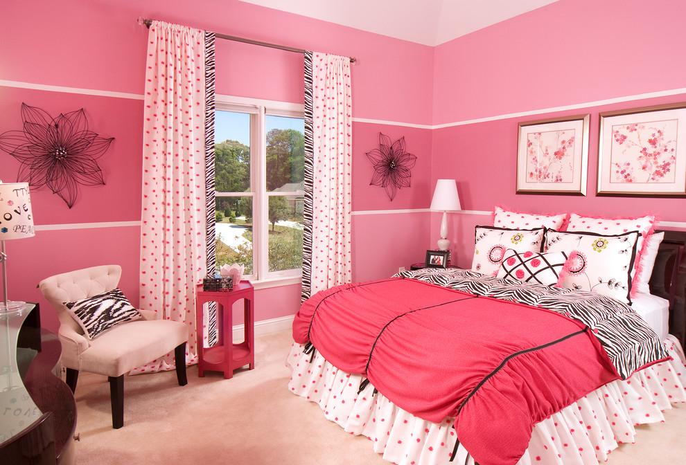Розовые стены в интерьере спальни