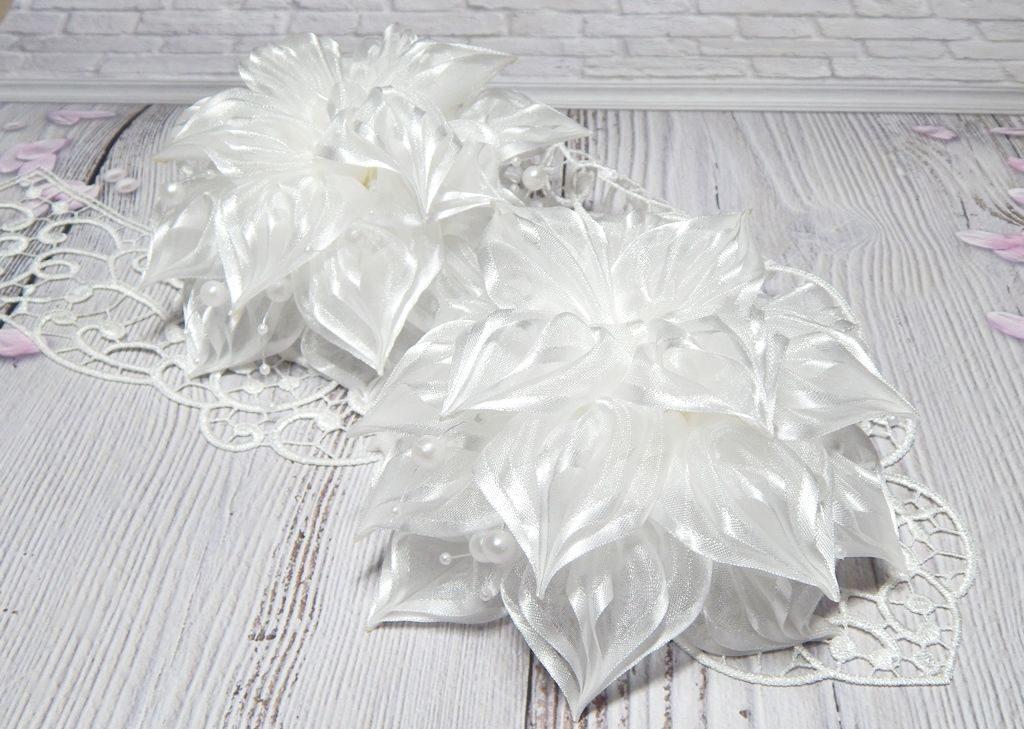 Изысканные белые банты своими руками
