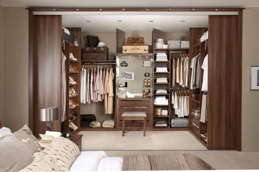 Удобное расположение гардеробной