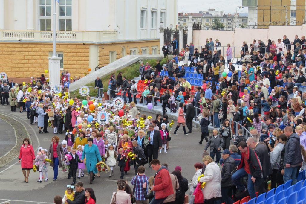 Торжественное шествие первоклашек