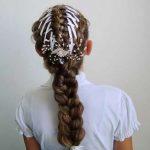 Фото 70: Вплетенные ленточки в косу