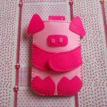 Фото 99: Чехол из фетра в виде свинки