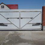 Фото 30: Ворота серые для дома