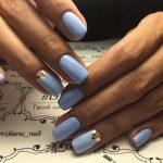 Фото 3: Маникюр в голубых тонах