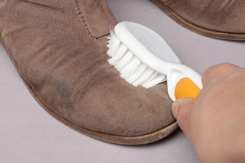 Как очистить от пятен кожаные сапоги фото