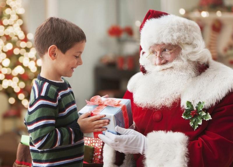 Подарок от Дедушки Мороза в руки