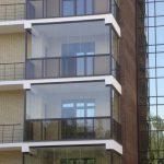 Фото 60: Стеклянный французский балкон