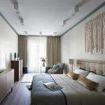 Фото 2: Вытянутая спальня