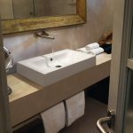 Фото 3: Накладная раковина в ванной