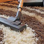 Фото 37: Пылесосить ковёр дома