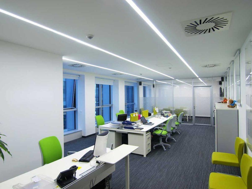 Пример расположения линий светильников для узкого помещения