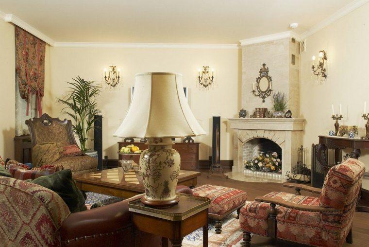 Элегантность и уют камина в классическом интерьере гостиной